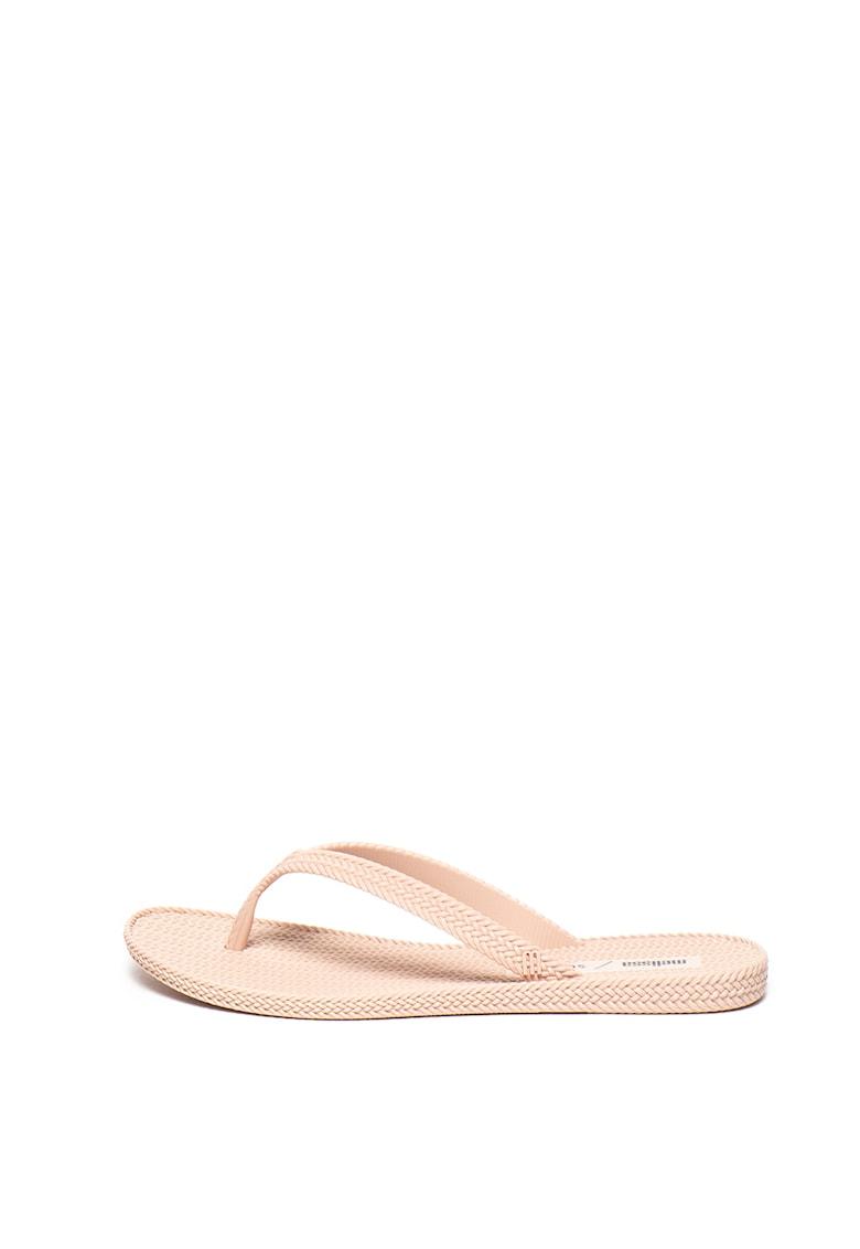 Papuci flip-flop din material cauciucat - cu aspect impletit imagine promotie