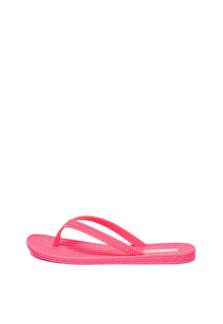 Papuci flip-flop din material cauciucat - cu aspect impletit