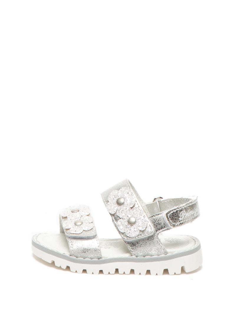 Sandale de piele ecologica cu aplicatii florale imagine promotie
