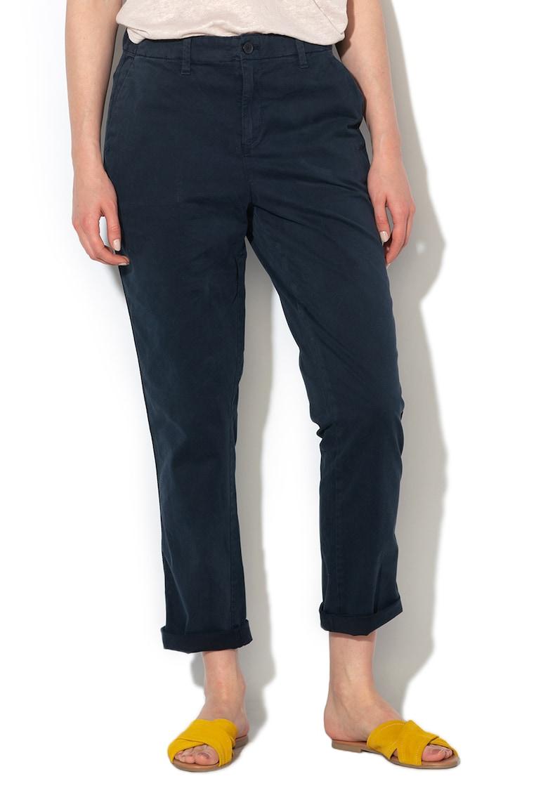 Pantaloni chino cu buzunare oblice si croiala conica de la GAP
