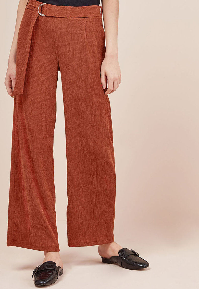 Pantaloni texturati cu croiala ampla