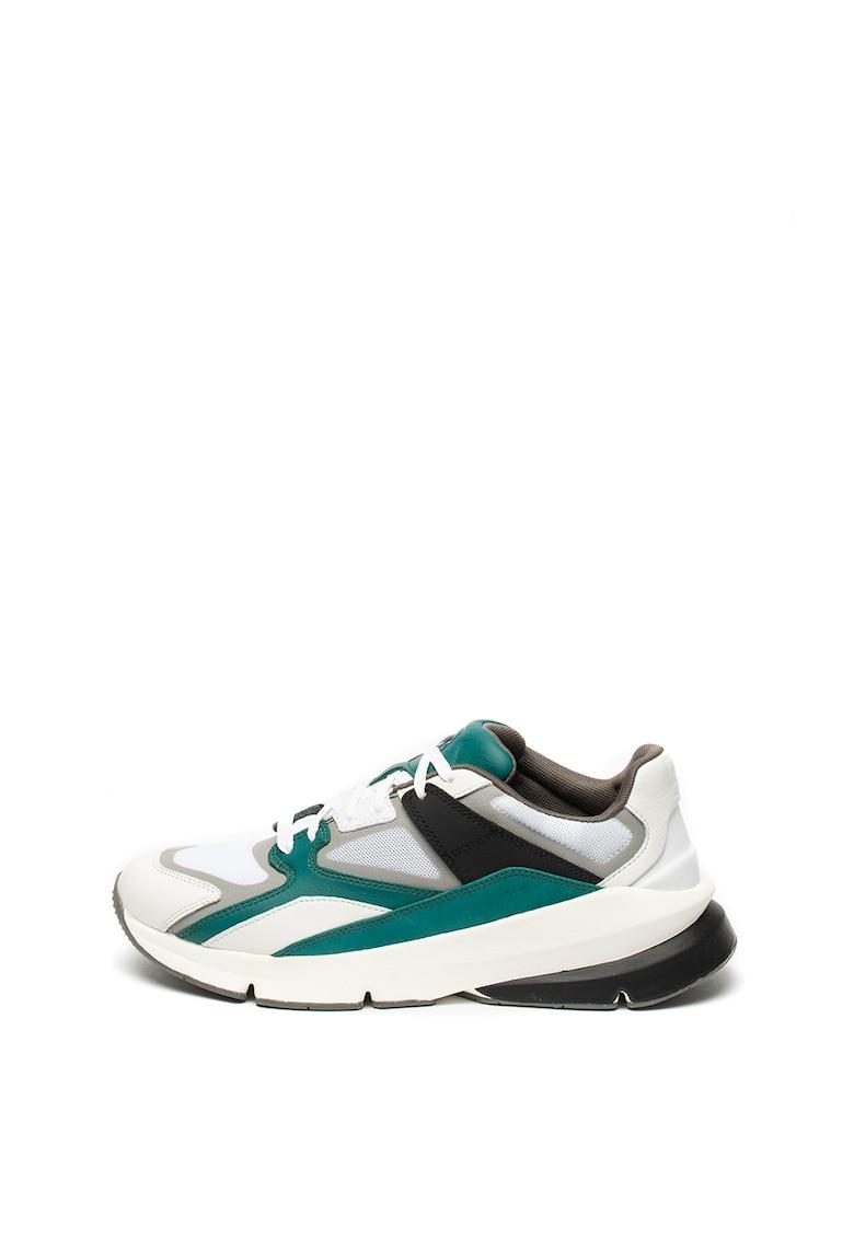 Pantofi sport cu aspect deteriorat 2