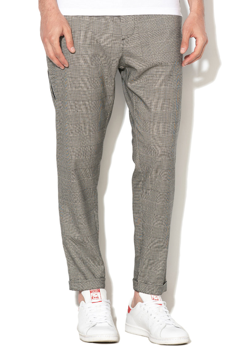 Pantaloni slim fit cu model in carouri