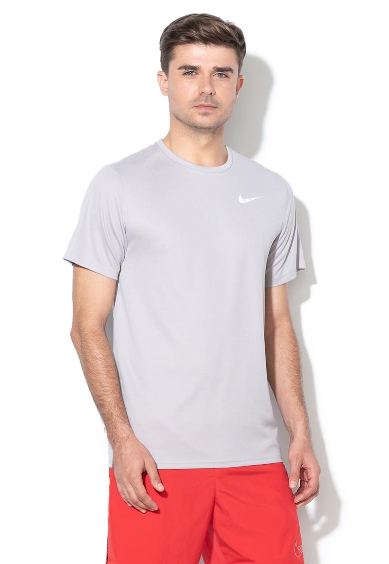Tricou cu microperforatii realizat cu Dri-fit – pentru alergare de la Nike