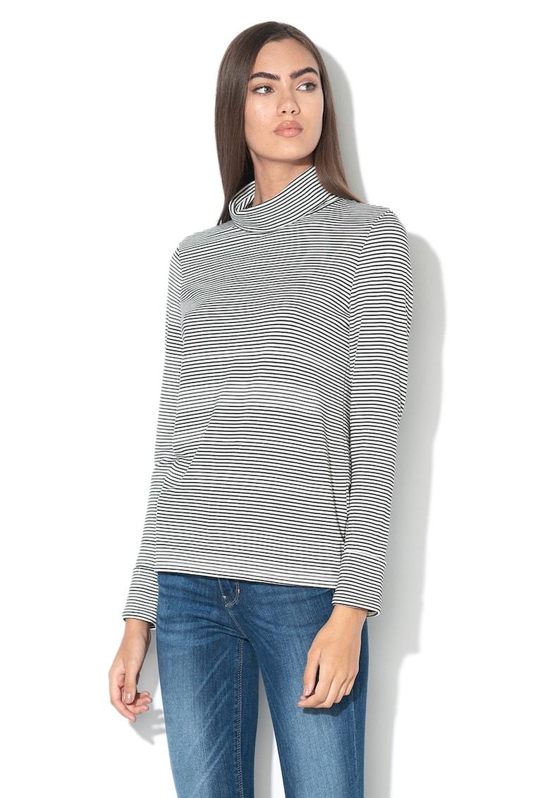 Bluza cu model in dungi si guler inalt