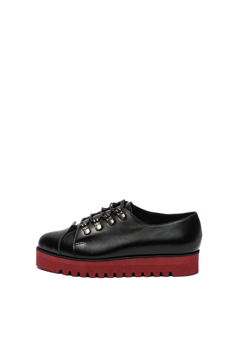 Pantofi de piele cu talpa cu striatii de la Mihaela Glavan