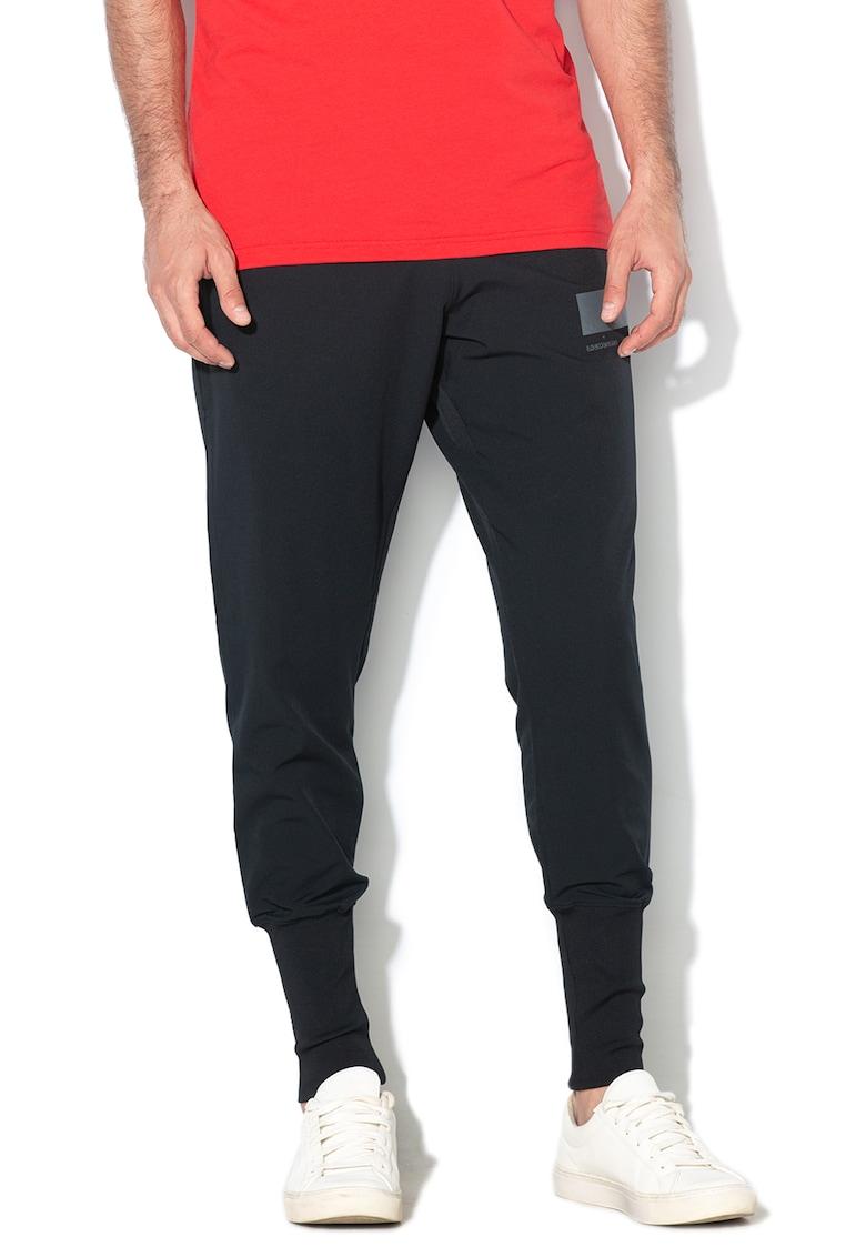Pantaloni lejeri cu mansete striate - pentru baschet de la Under Armour
