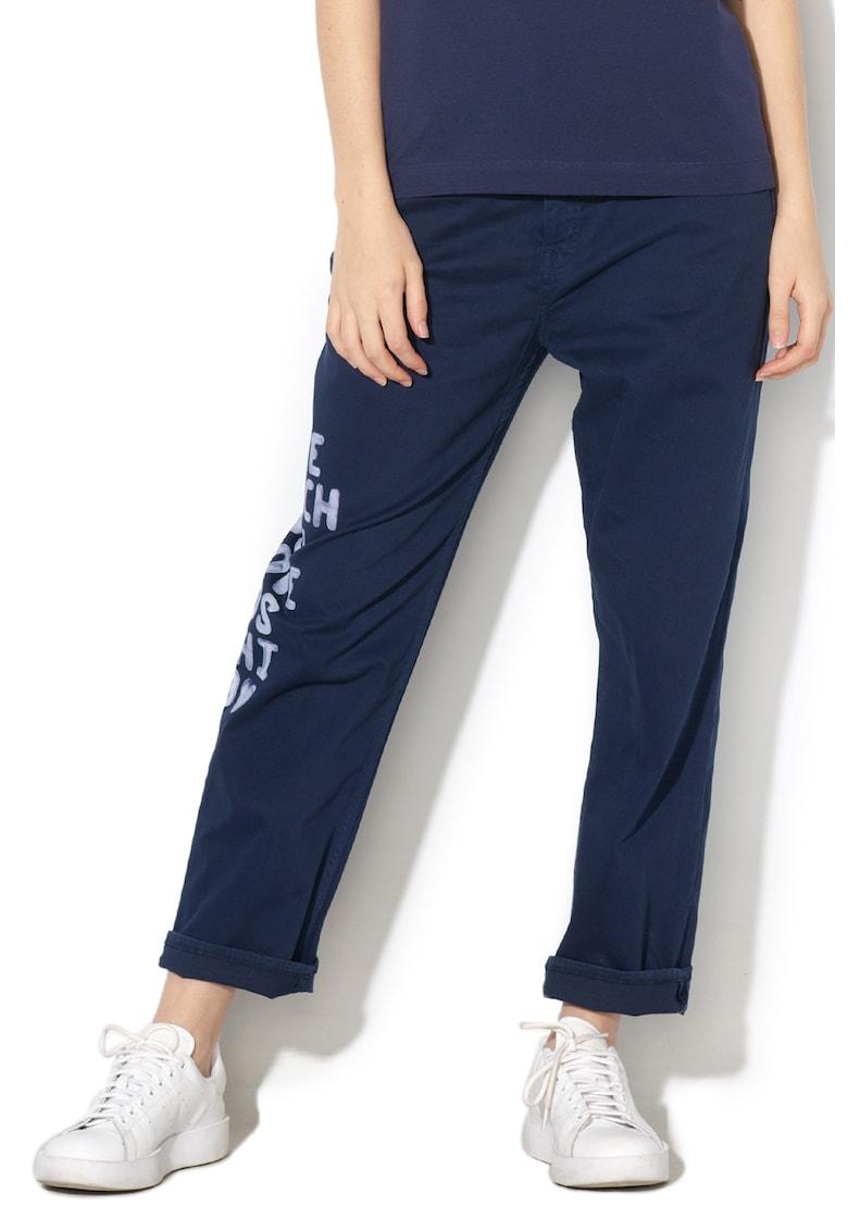 Pantaloni conici cu imprimeu text