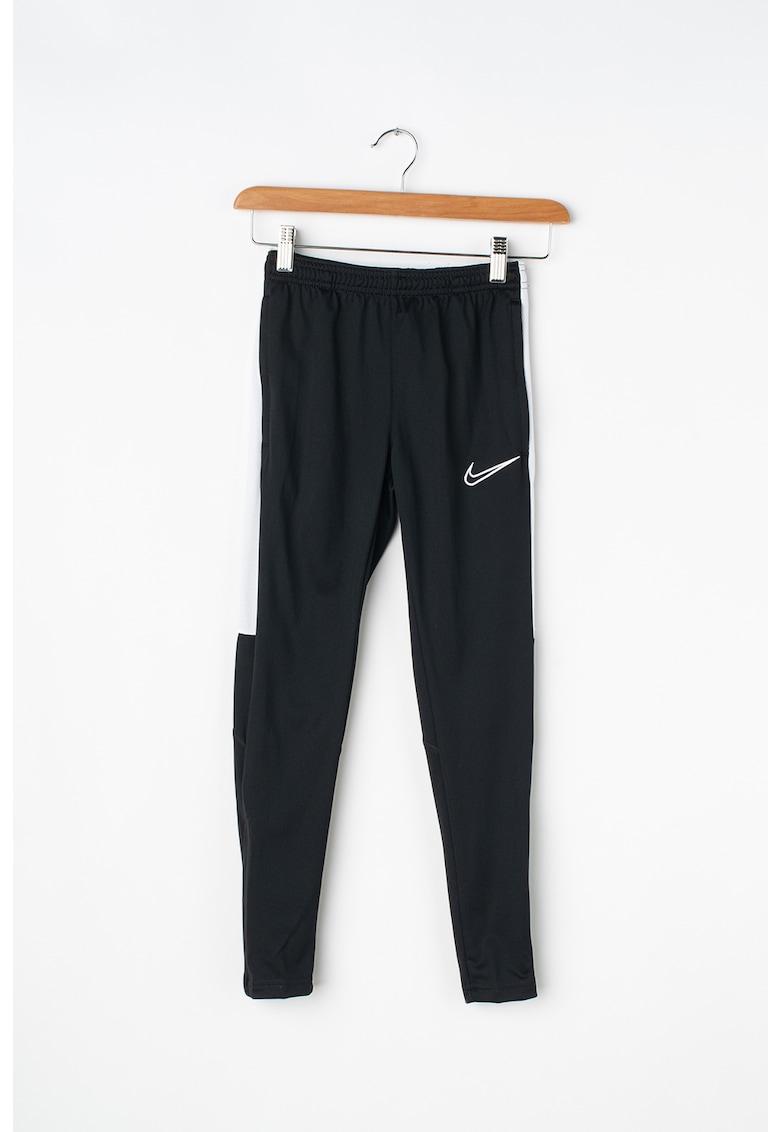 Pantaloni pentru fitness - realizati cu Dri-Fit 1