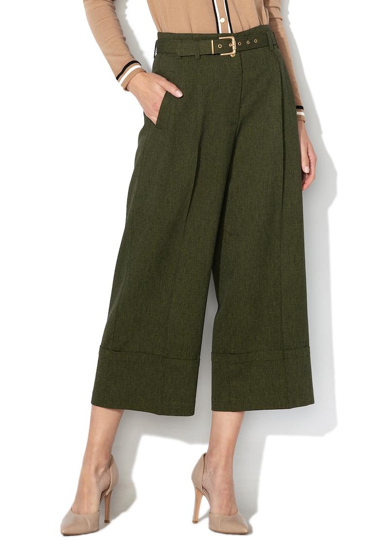 Pantaloni cu croiala ampla - pensa si mansete rasucite