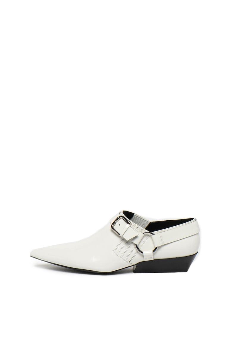 Pantofi de piele lacuita cu varf ascutit Ellen imagine fashiondays.ro