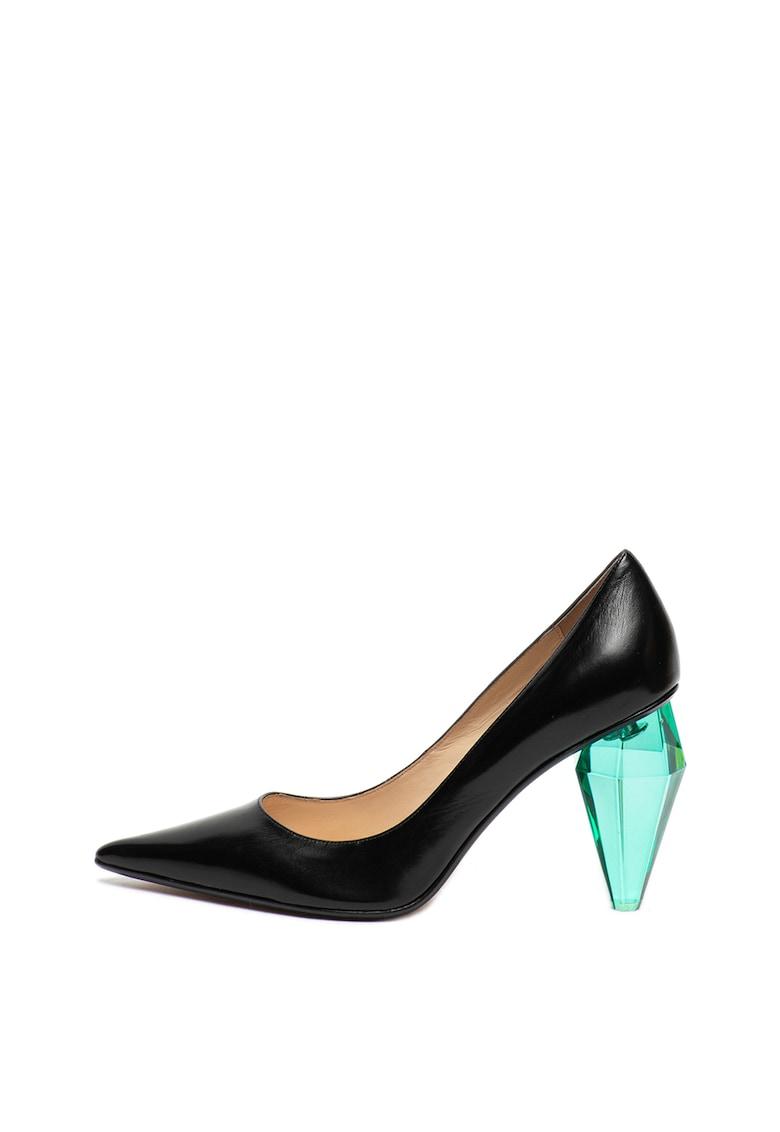 Pantofi de piele cu varf ascutit