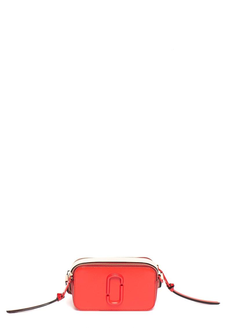 Geanta crossbody de piele peliculizata - cu monograma metalica