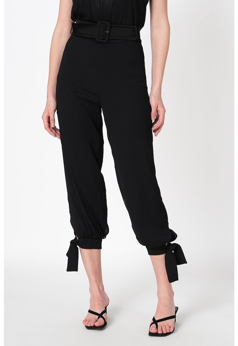 Pantaloni relaxed fit cu curea Eulalia