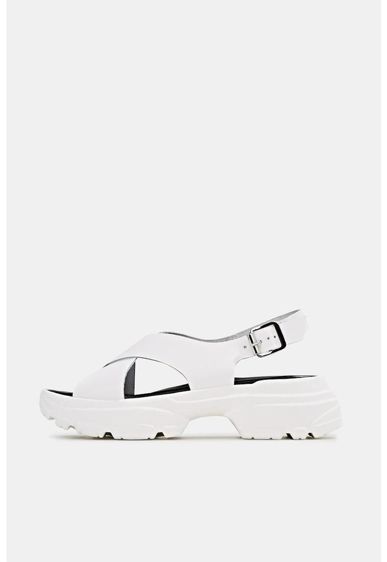 Sandale de piele cu talpa masiva