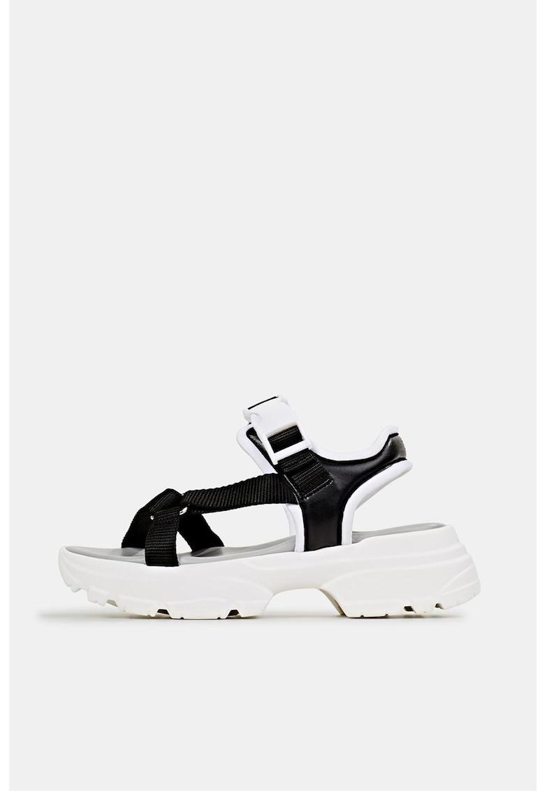 Sandale cu talpa masiva
