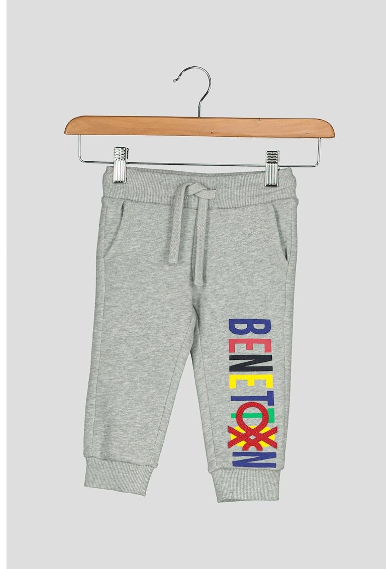 United Colors of Benetton Pantaloni sport cu imprimeu logo contrastant
