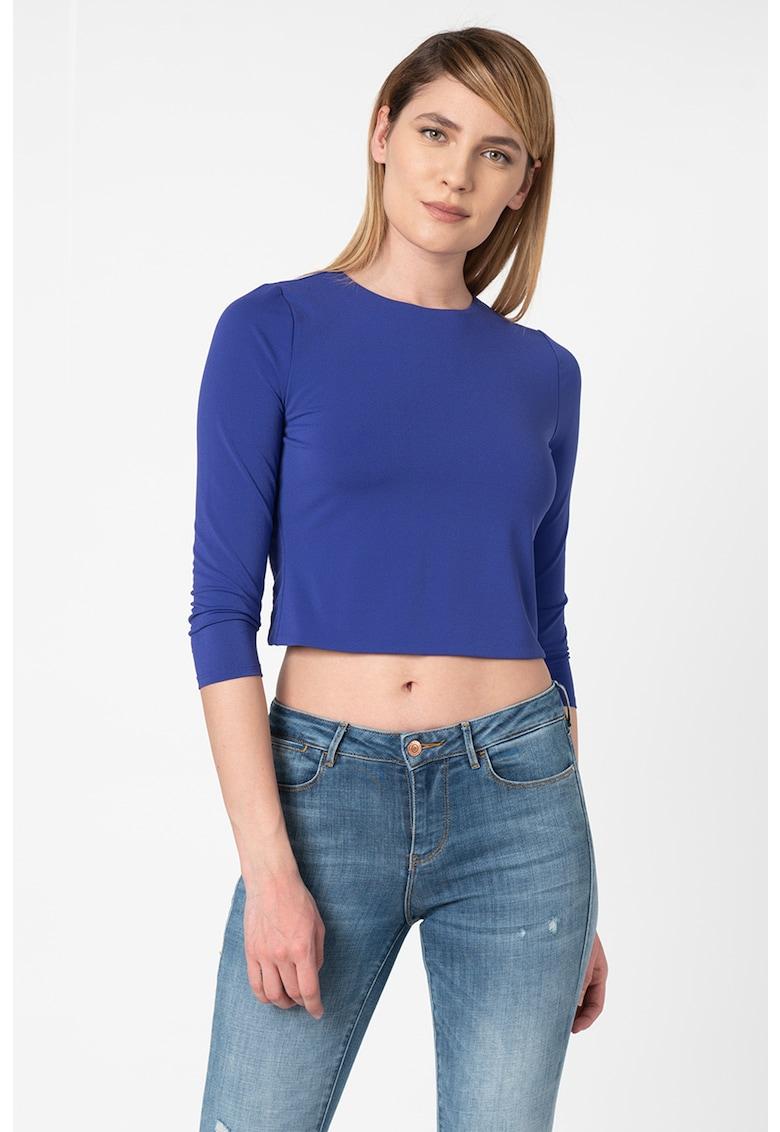 Bluza crop cu decupaj pe partea din spate imagine fashiondays.ro GUESS BY MARCIANO