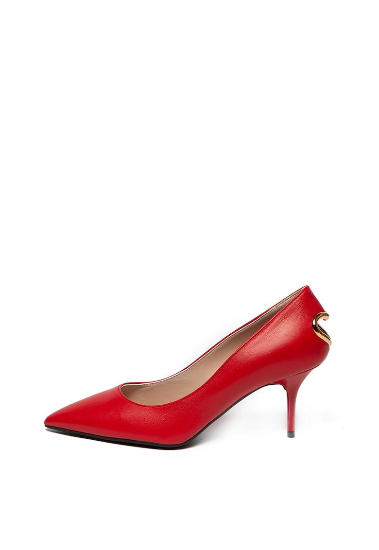 Pantofi de piele cu varf ascutit si decupaj in forma de inima