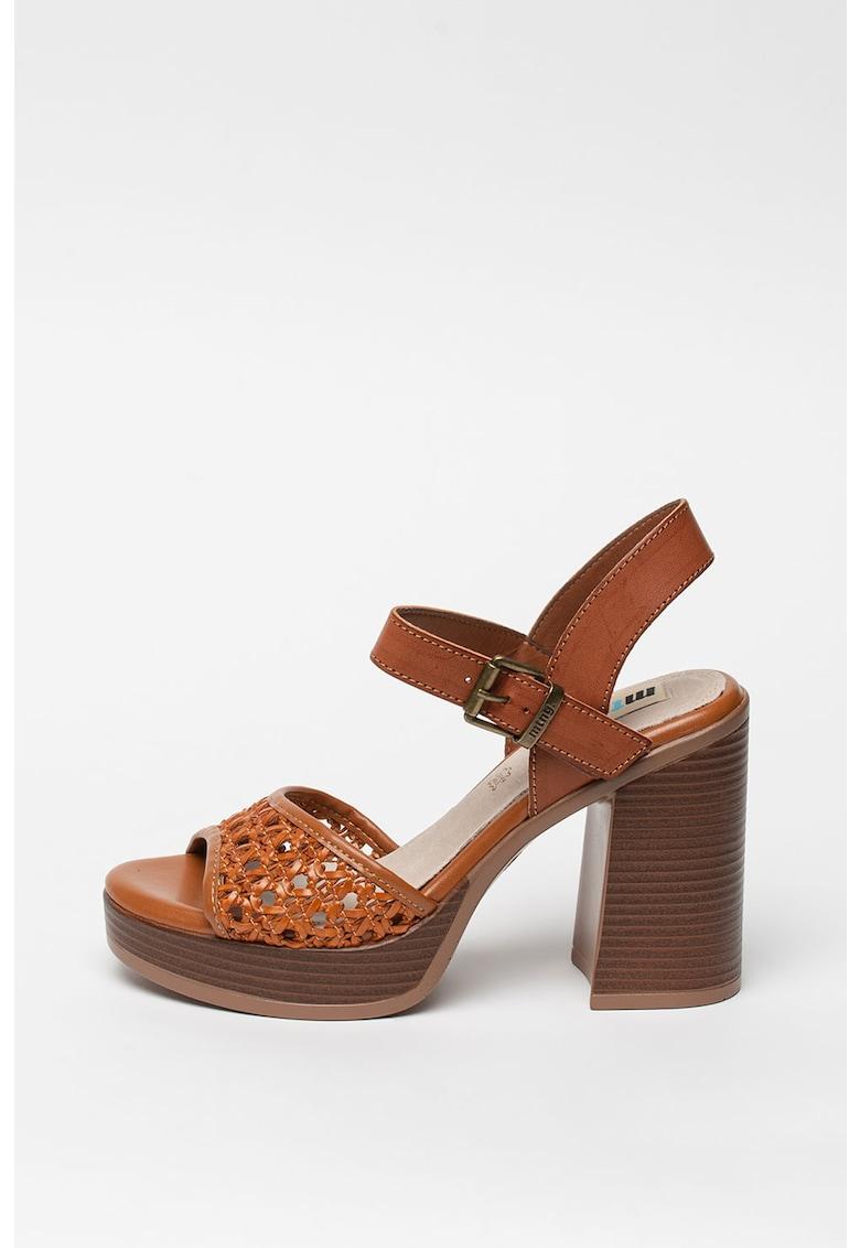 Sandale de piele ecologica cu toc masiv de la MTNG