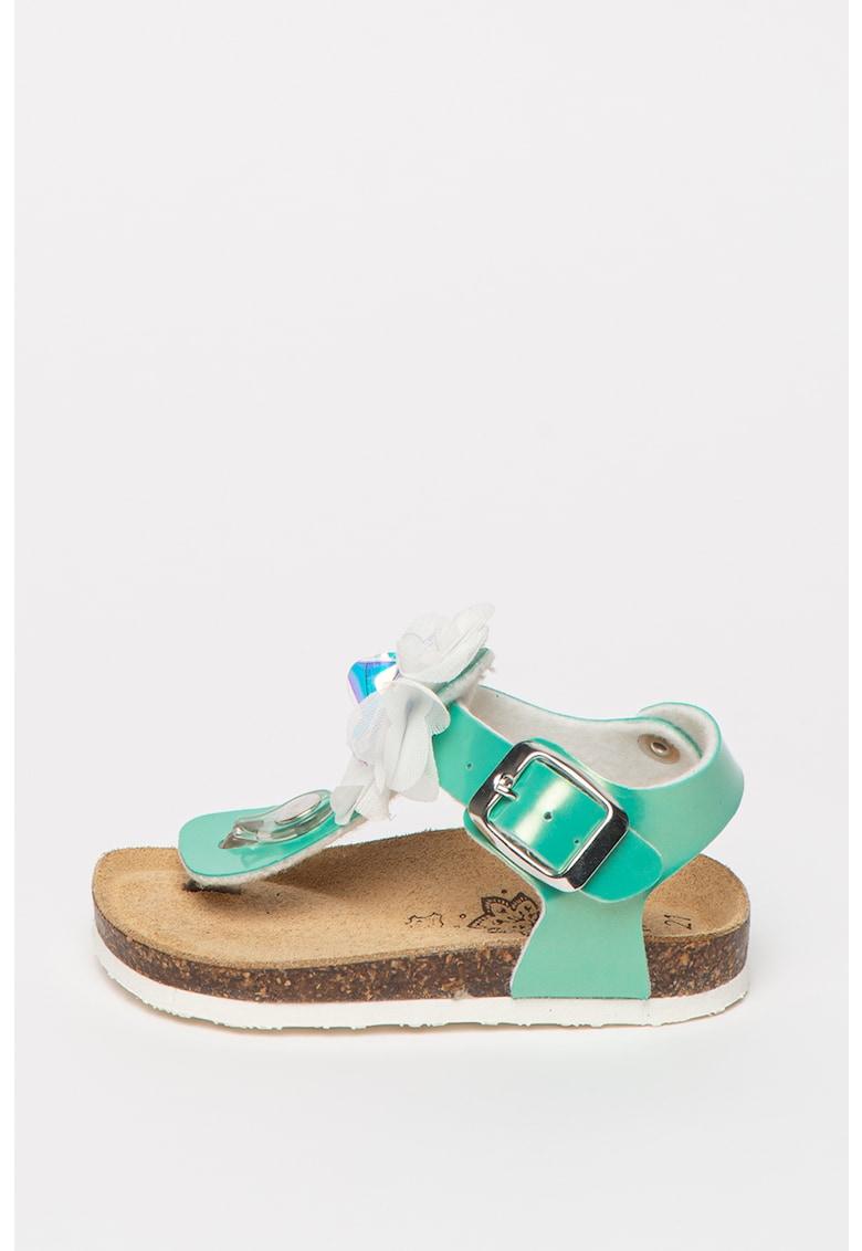 Sandale de piele ecologica - cu bareta separatoare si aplicatie florala imagine fashiondays.ro
