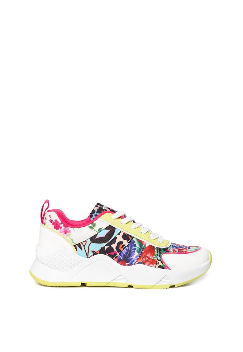 Pantofi sport cu modele diverse