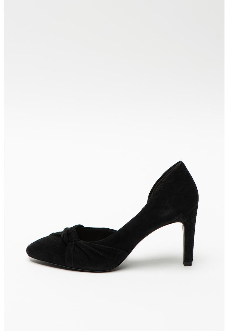 Pantofi din piele intoarsa cu varf ascutit si detaliu rasucit pe partea din fata