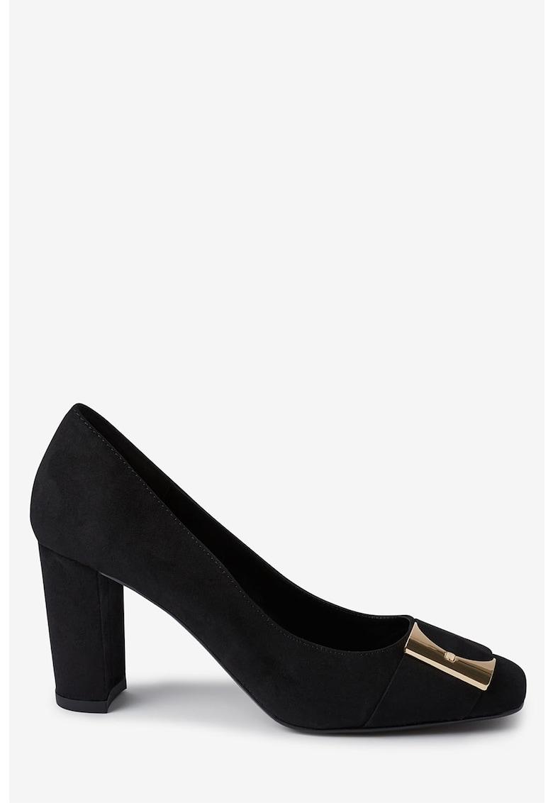 Pantofi cu varf patrat