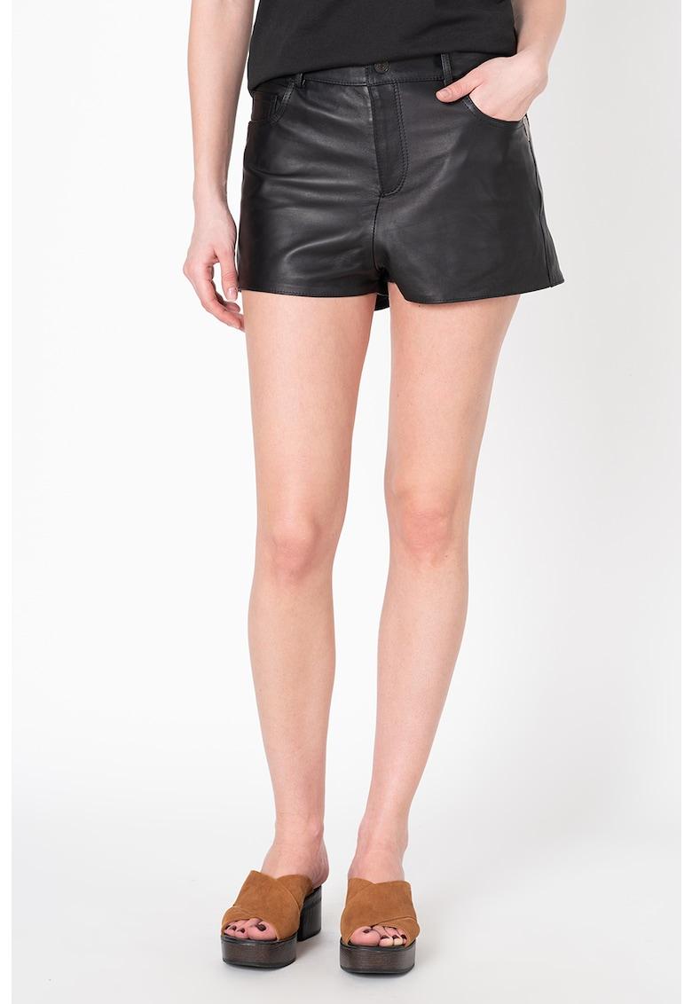 Pantaloni scurti de piele cu detalii metalice