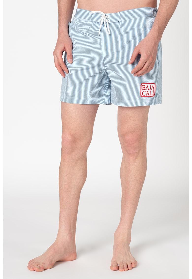 Pantaloni scurti de baie cu model in dungi si aplicatie decorativa imagine