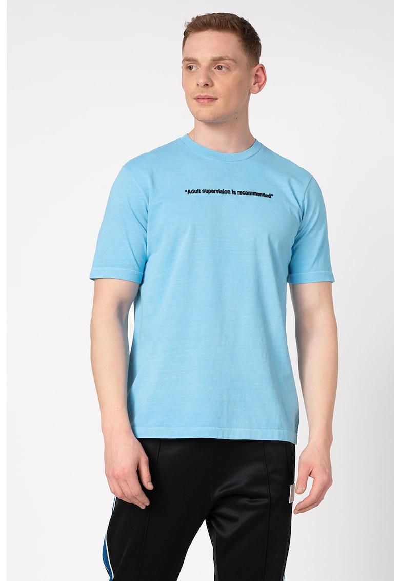 Tricou de bumbac cu decolteu la baza gatului si detalii text