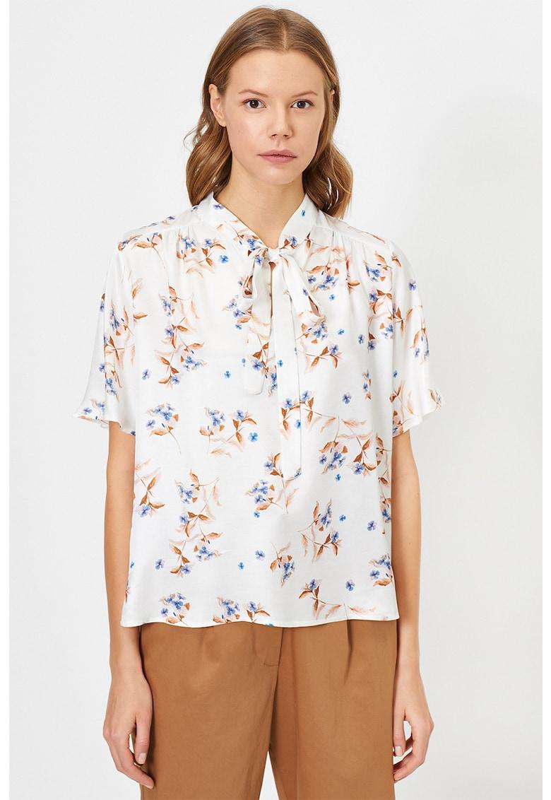 Bluza cu model floral imagine