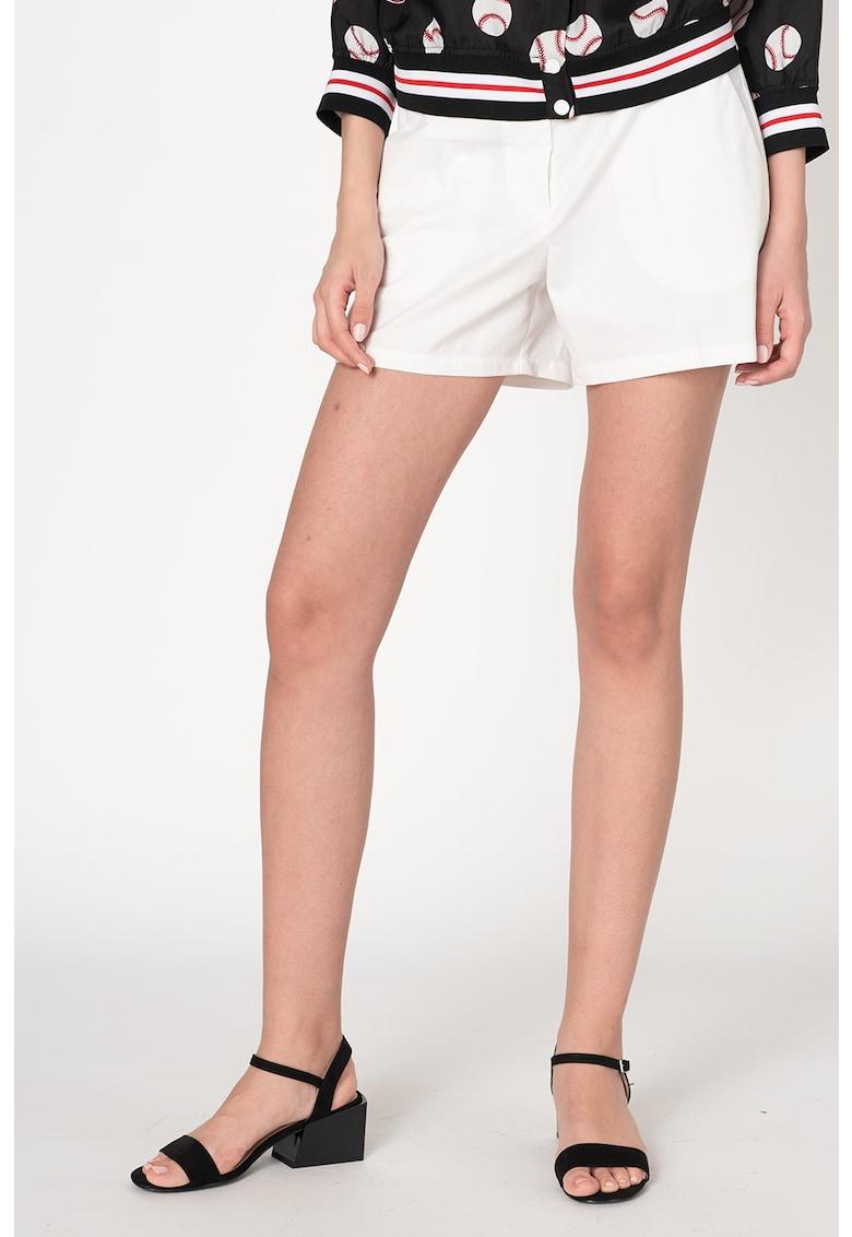 Pantaloni scurti cu buzunare cu refilet pe partea din spate