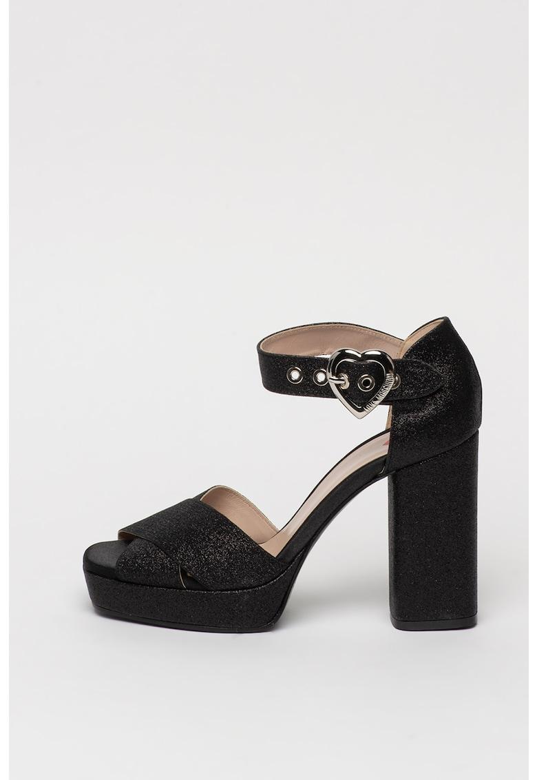 Sandale cu toc masiv si aspect stralucitor