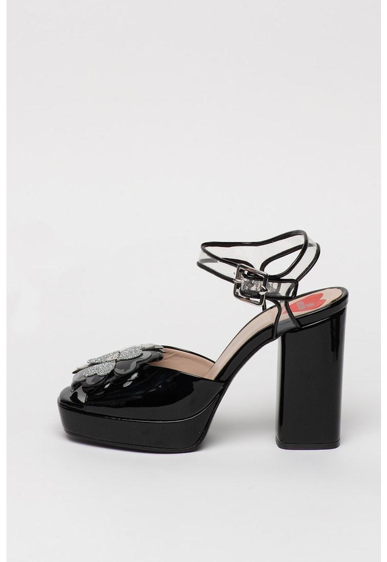Sandale de piele ecologica cu aspect lacuit si talpa masiva