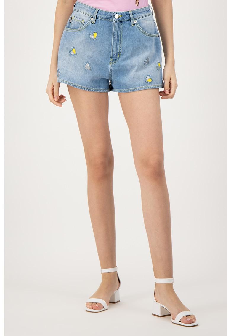 Pantaloni scurti din denim cu aplicatii in forma de inima