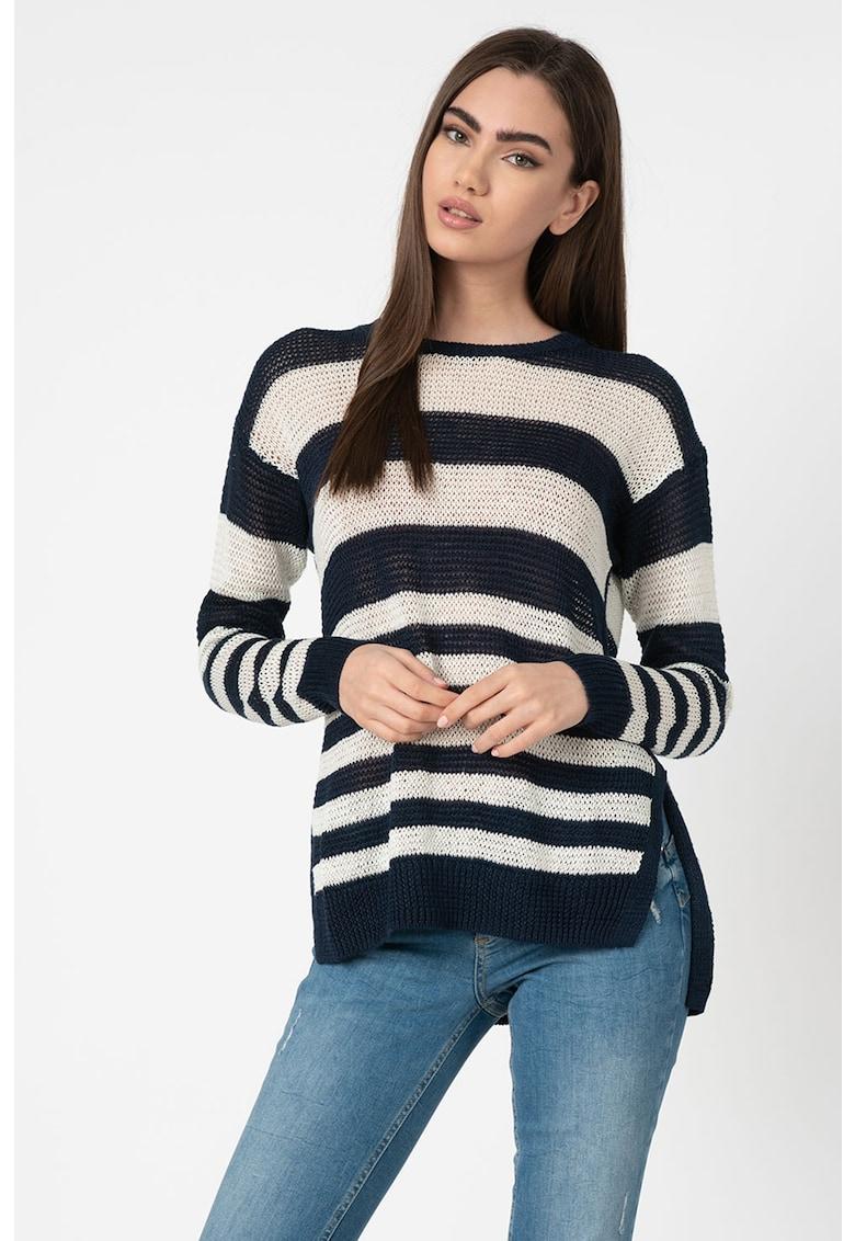 Pulover tricotat fin cu imprimeu in dungi si terminatie asimetrica