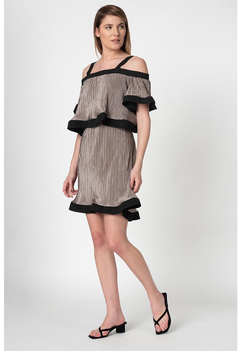 Rochie mini cu decolteu pe umeri si garnituri contrastante