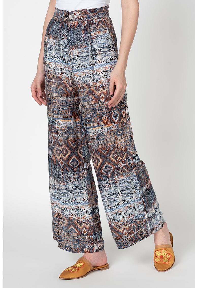 Pantaloni cu croiala ampla si imprimeu tribal