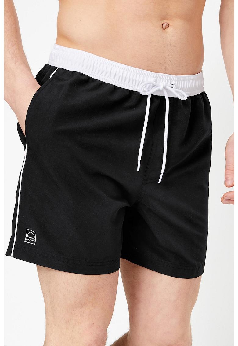 Pantaloni scurti de baie cu detalii contrastante imagine fashiondays.ro
