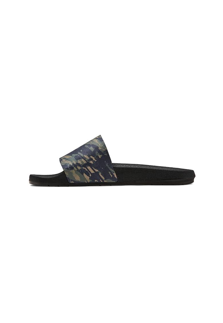 Papuci cu model camuflaj