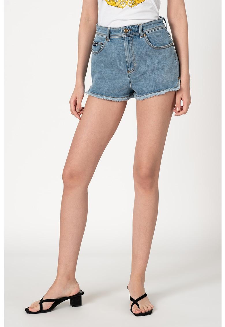 Pantaloni scurti din denim cu terminatii franjurate