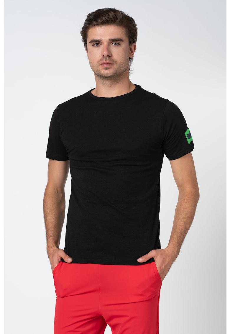 Tricou cu decolteu la baza gatului si aplicatie logo