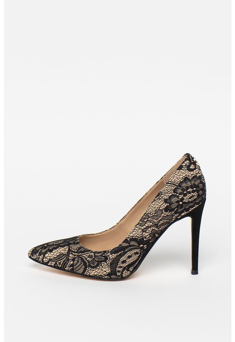 Pantofi cu dantela si varf ascutit