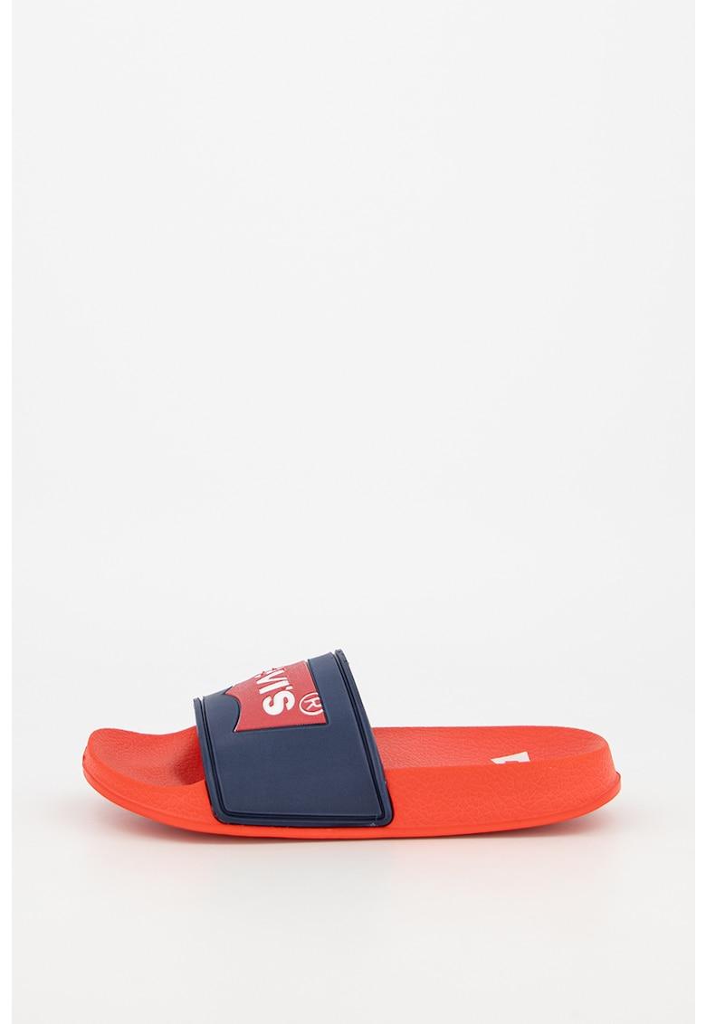 Papuci cu aplicatie logo imagine fashiondays.ro Levi's Kids