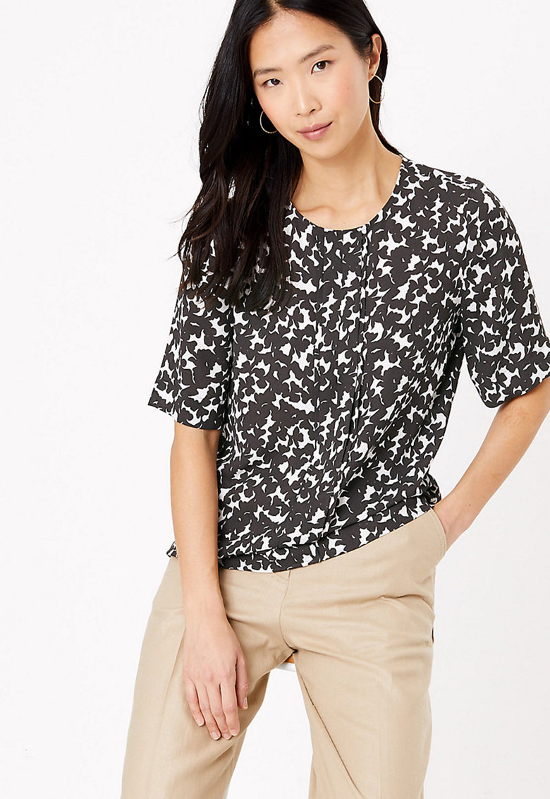 Bluza cu maneca scurta si model abstract