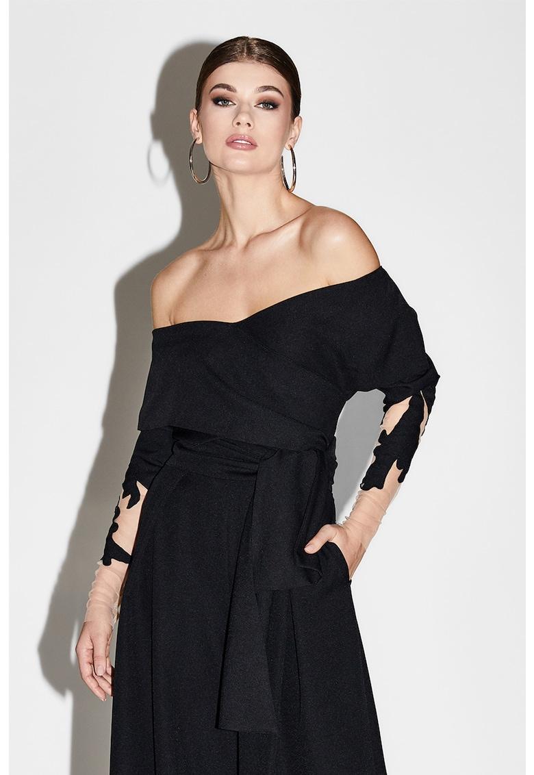 Bluza cu decolteu pe umeri si model petrecut de la Alina Cernatescu