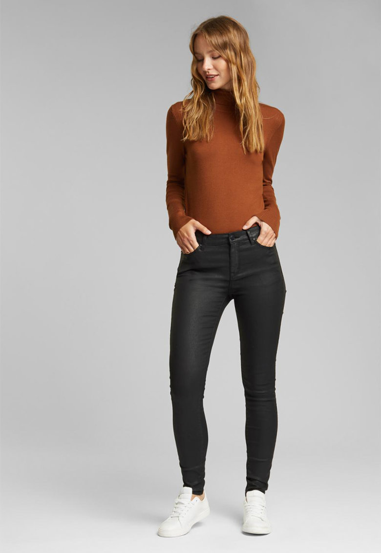 Pantaloni skinny cu aspect peliculizat de la Esprit