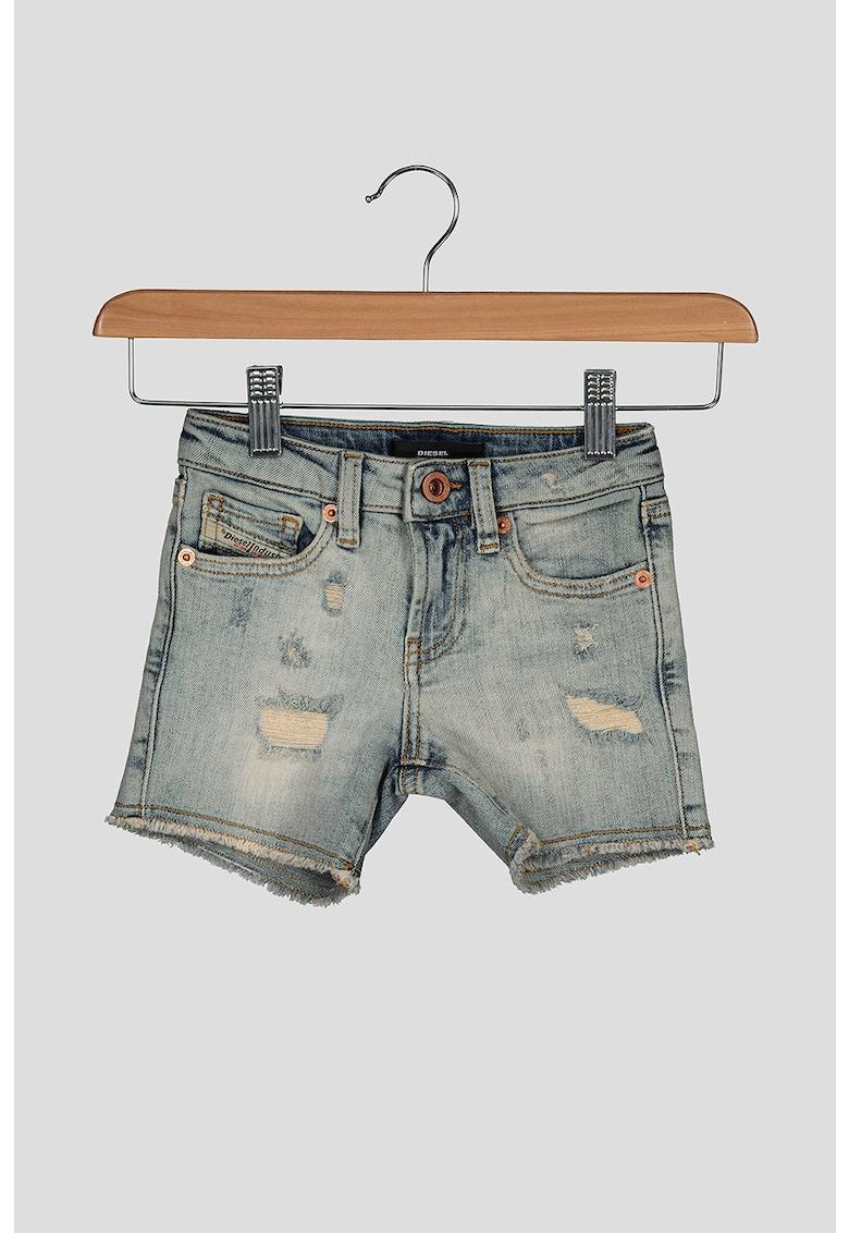 Pantaloni scurti din denim - cu aspect deteriorat imagine