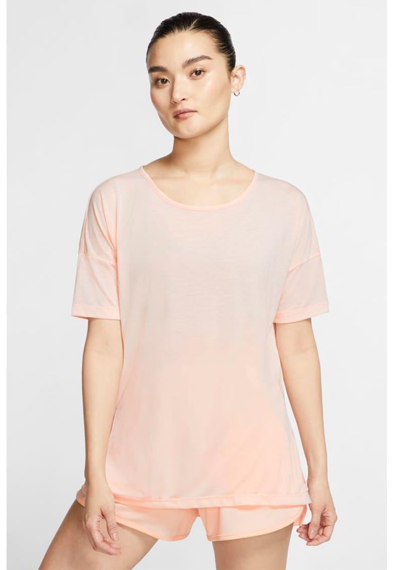 Tricou cu tehnologie Dri-Fit - pentru yoga imagine fashiondays.ro Nike